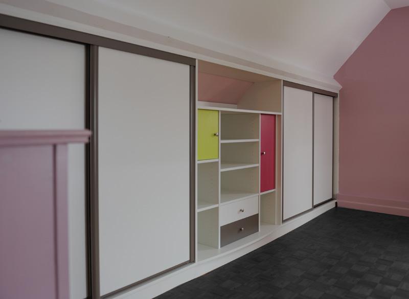 dressing sous pente de toit placard amnagement combles with dressing sous pente de toit. Black Bedroom Furniture Sets. Home Design Ideas