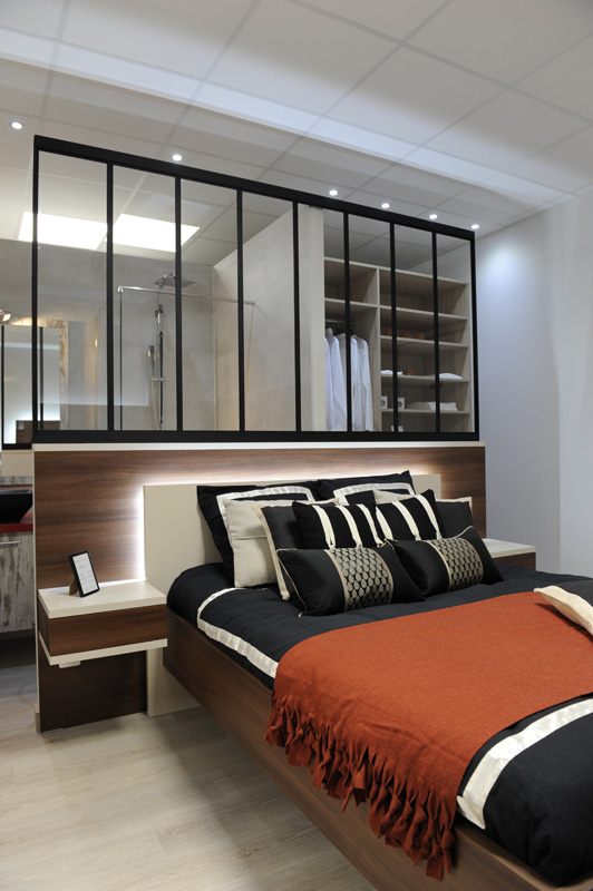 s parateur de pi ce verri re. Black Bedroom Furniture Sets. Home Design Ideas